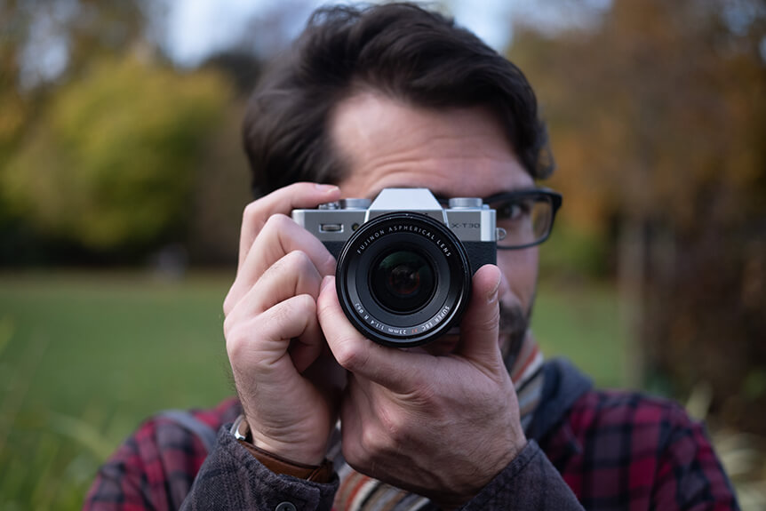 Learn photography with Fujifilm, Using Large Aperture Lenses in Low Light
